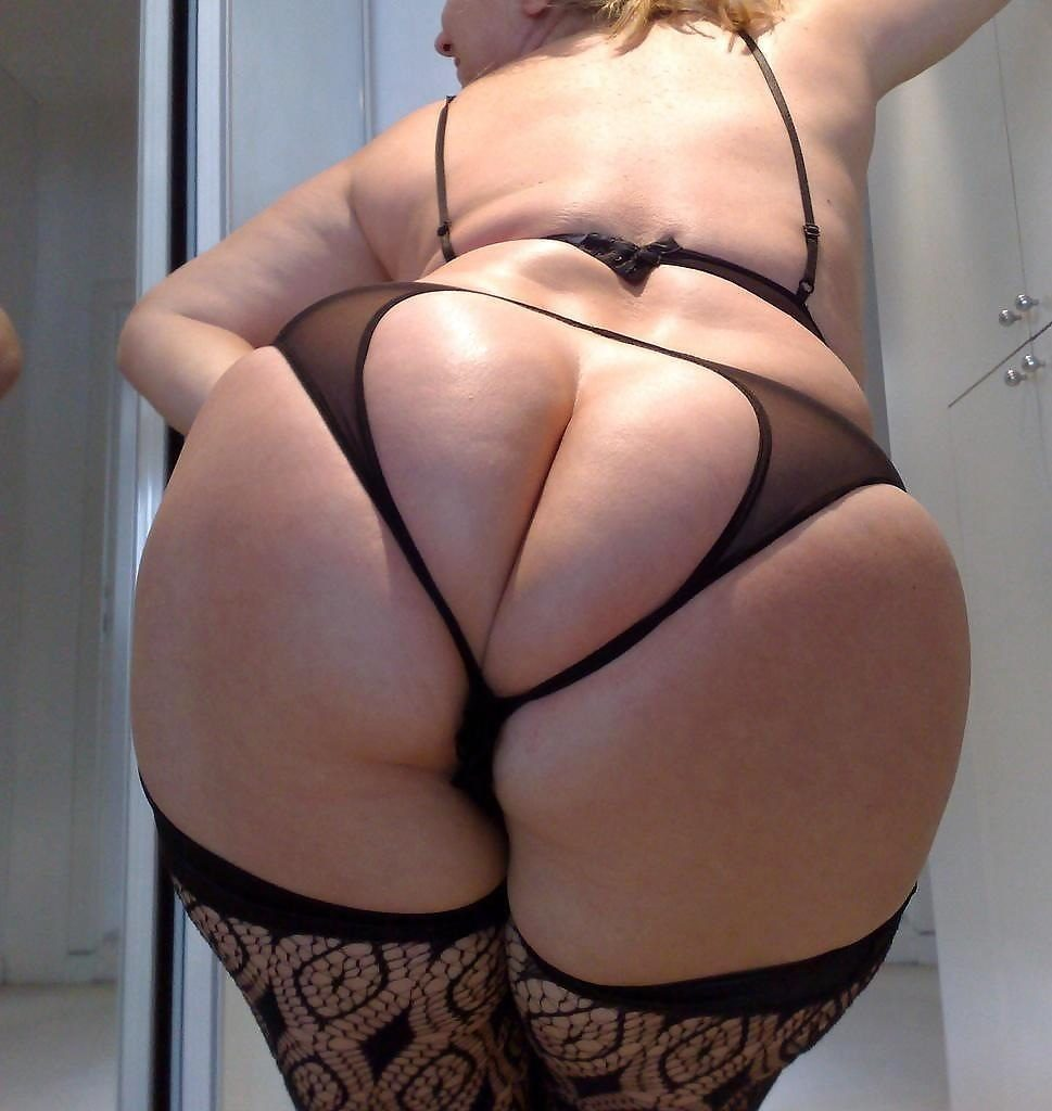 Big British PAWG in stockings showing her fat round ass